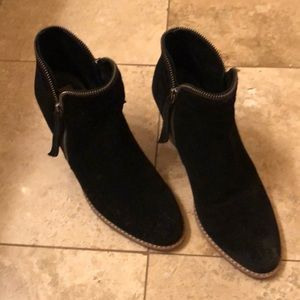Dolce Vita size 9 black suede booties